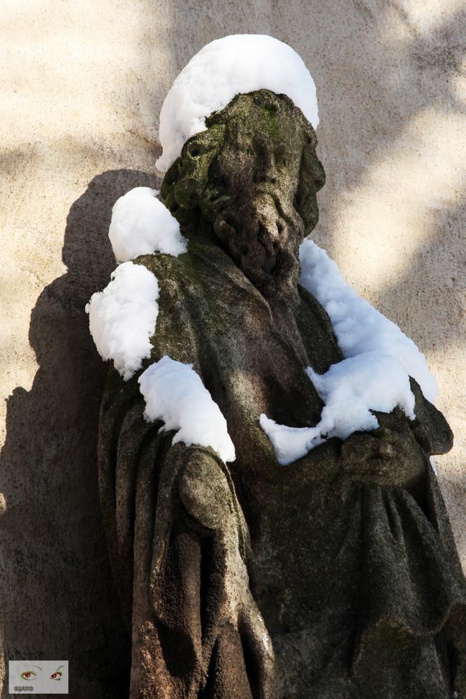 Mit Hut und Schal durch den Winter
