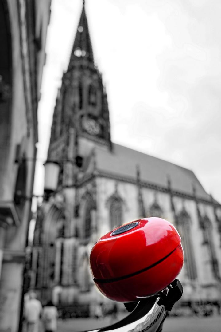 Mit Münster verbindet man: Wilsberg, Tatort, Kirchen, Fahrräder, Regenschirme