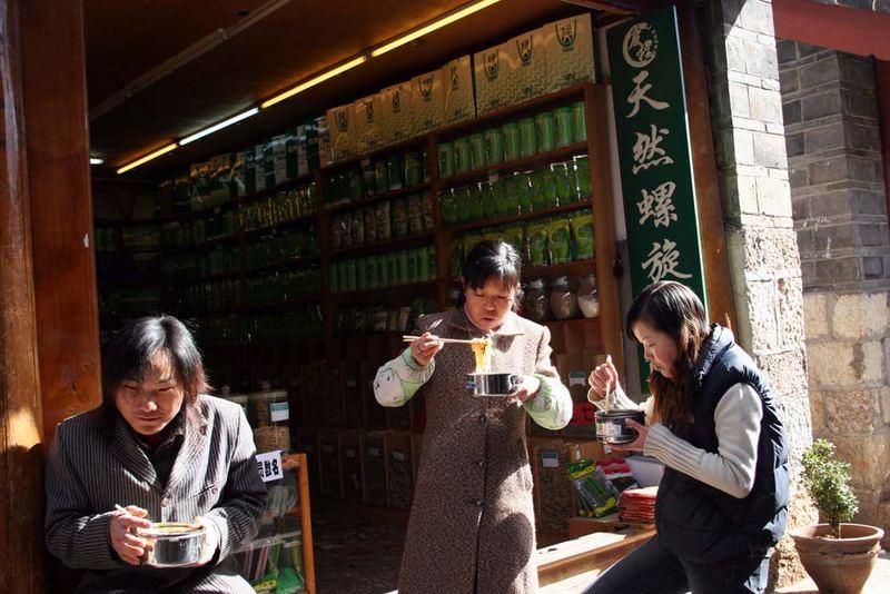 ... Mittagessen in LiJiang Altstadt ...