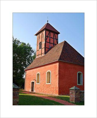 mittelalterliche Dorfkirche in Kemnitz am Plessower See