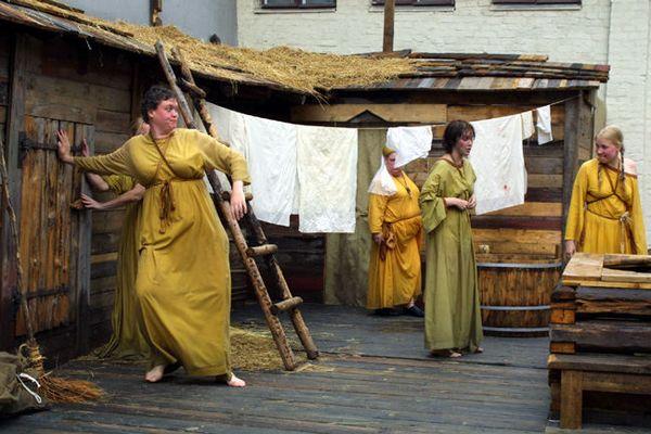 Mittelalterliche Sauna- und Bademägde
