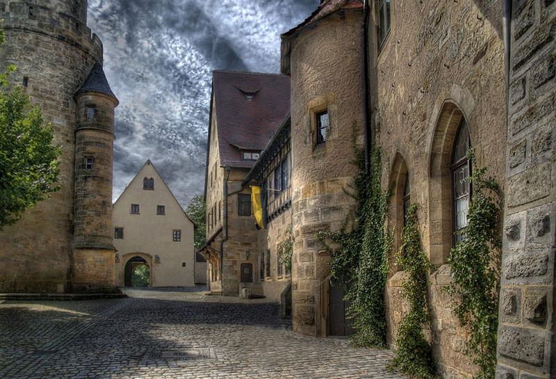 Mittelalterlicher Burghof