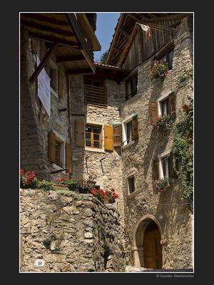 Mittelalterliches Dorf am Gardasee II