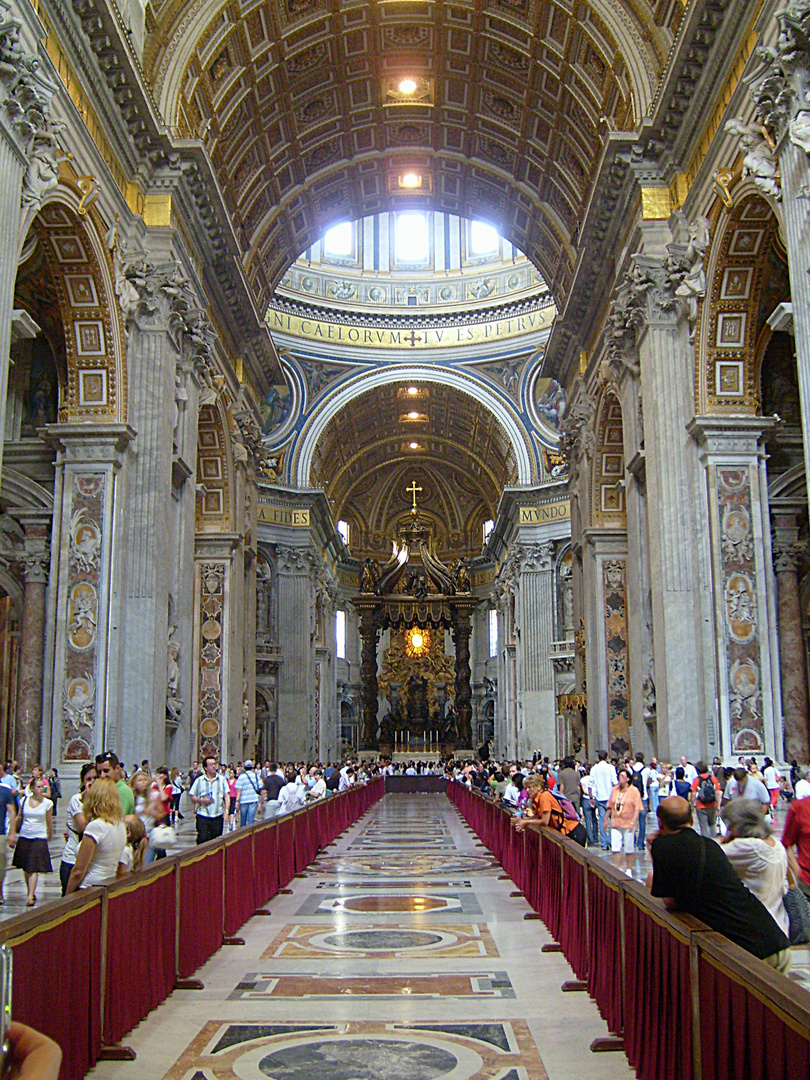 Mittelgang vom Petersdom