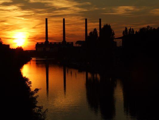 Mittellandkanal, Blick auf das alte VW Kraftwerk, Wolfsburg