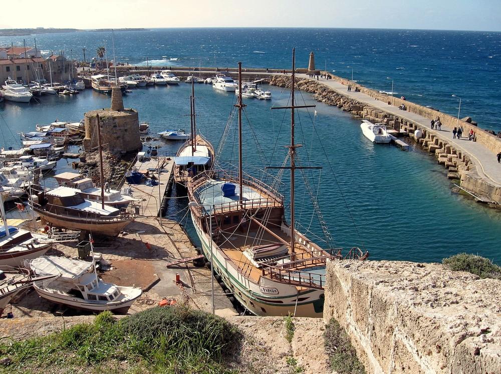 Mittelmeer und Hafen