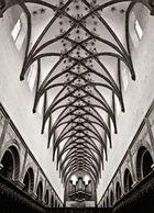 Mittelschiff der Klosterkirche mit nachträglich eingebauter Kreuzgewölbedecke
