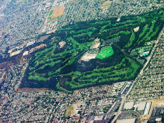 mitten in der Wüste ein Golf Platz bei Los Angeles