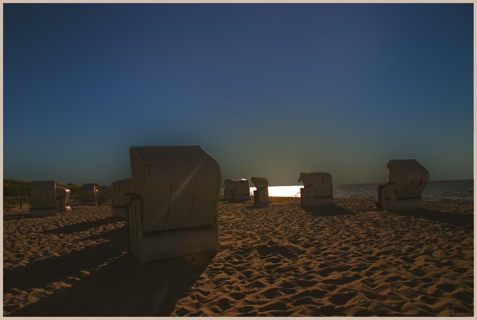 >> Mitternacht allein am Strand