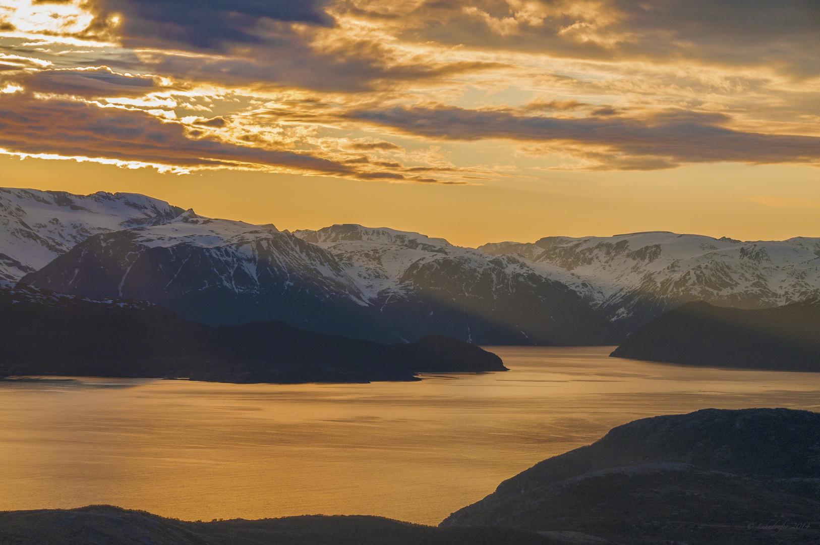Mitternacht am Fjord