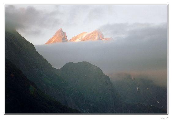 Mitternachtssonne auf den Gipfeln des Romsdalshorns