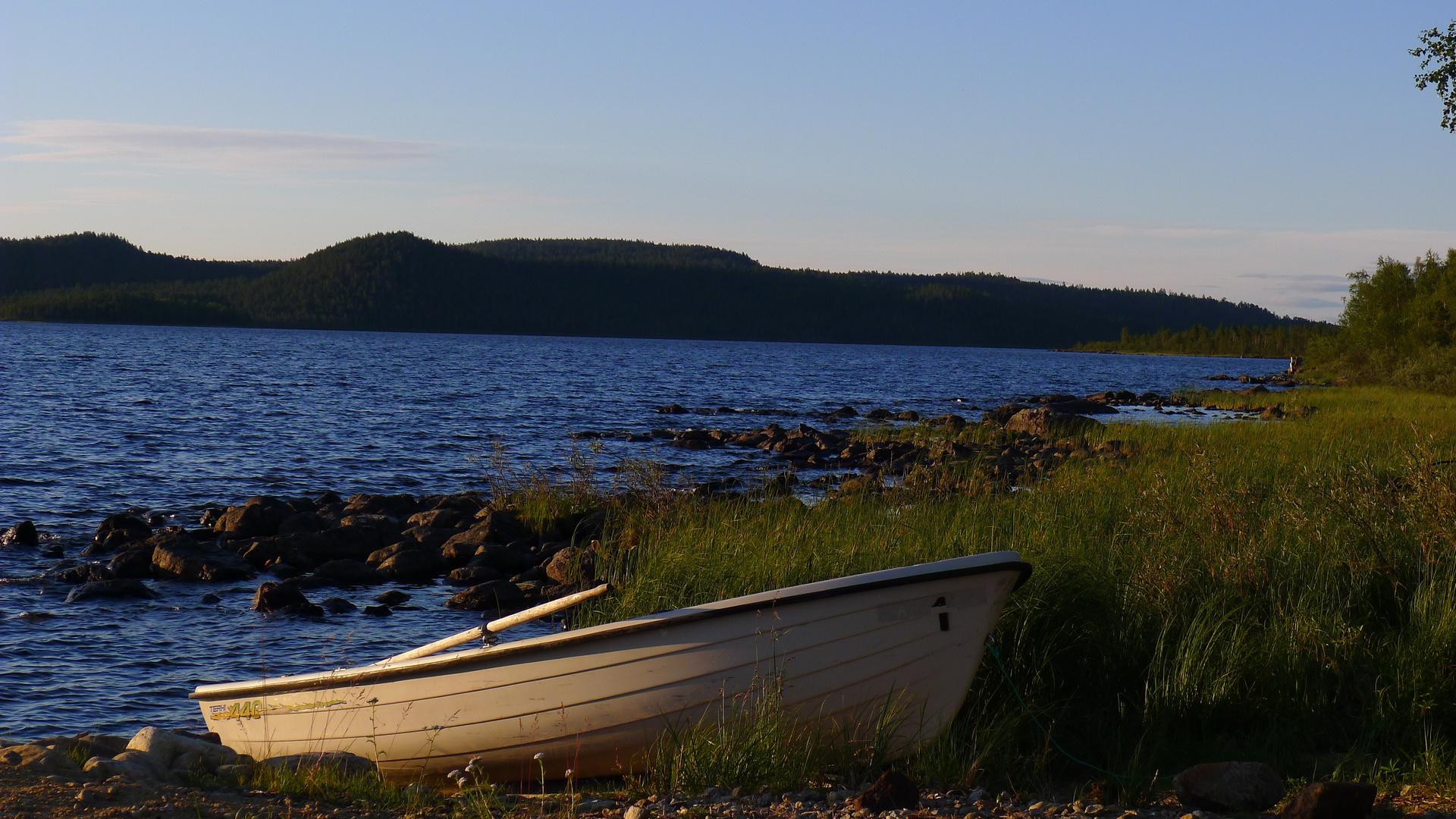 Mittsommer am Muddusjärvi bei Vasatokka / Inari
