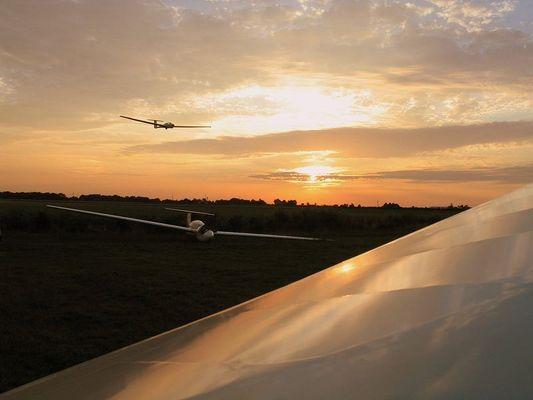 Mittsommernachtsfliegen - eine der letzten Landungen