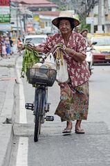 Mobile Obst- und Gemüsehändlerin