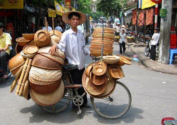 Mobiler Straßenhändler in der Altstadt von Hanoi
