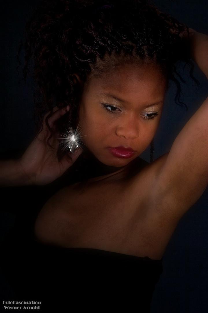 Model: Anissatou