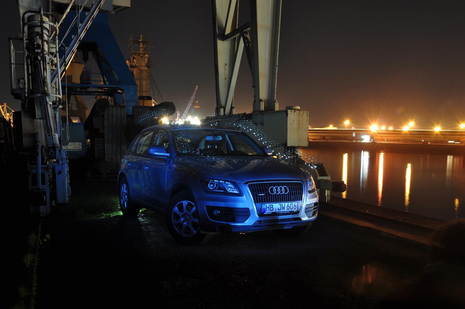 Model aus Blech im Hamburger Hafen mit Lichtpunkten im Strömungsprofil