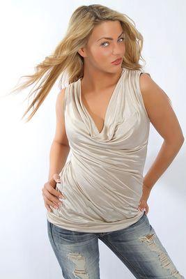 Model Leonie Saint