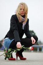 Model mit Rose....