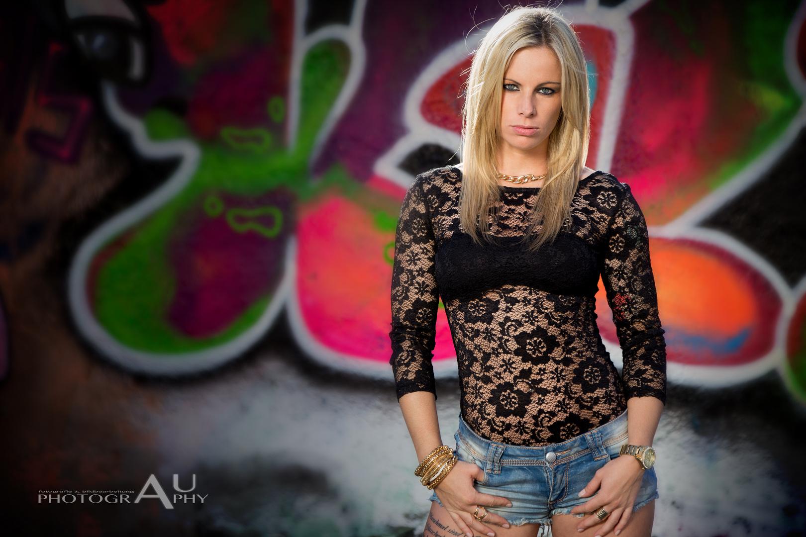 Model: Nadine