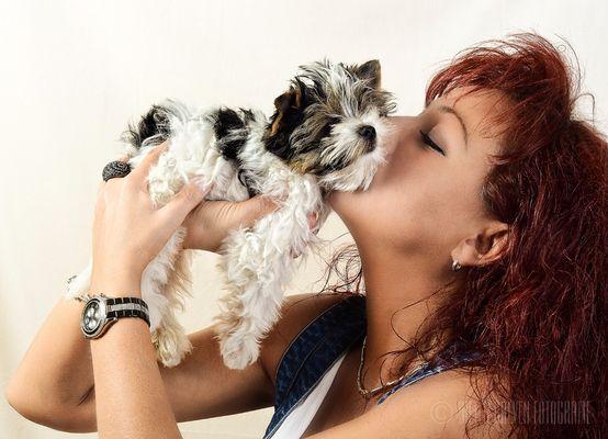 Model und Hund