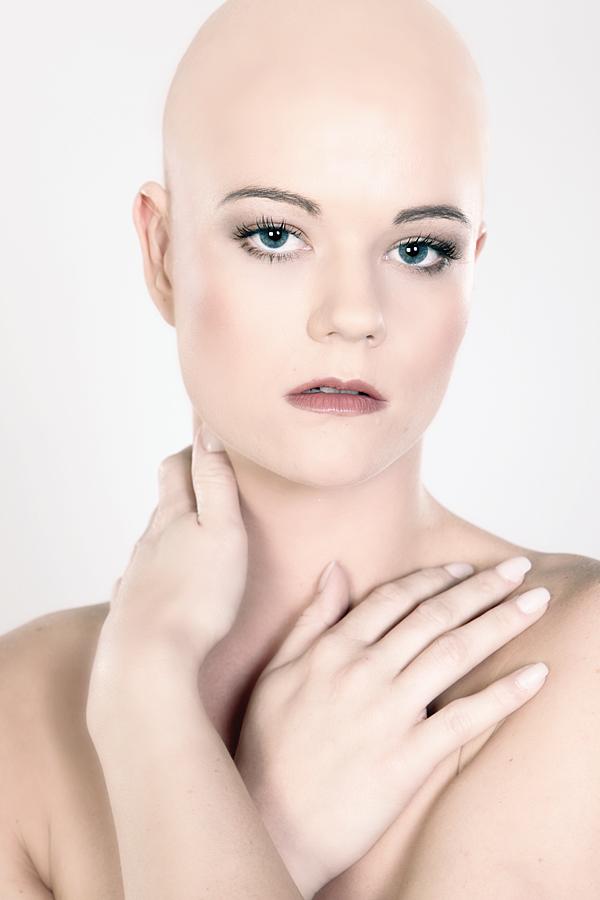 Single frau mit glatze