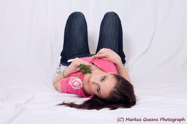 Modell mit Rose