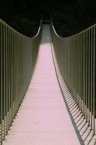 Moderne Hängebrücke in der Via Mala