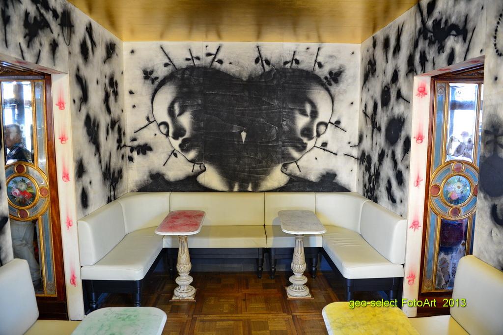Moderne Kunst im historischen Kaffeehaus