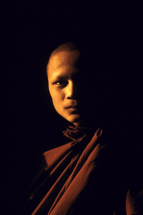 Mönch im Abendlicht, Angkor Wat, Angkor, Siem Reap, Kambodscha