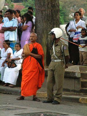 Mönch und Polizist