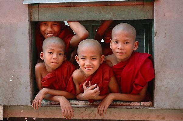 Mönche im Zug