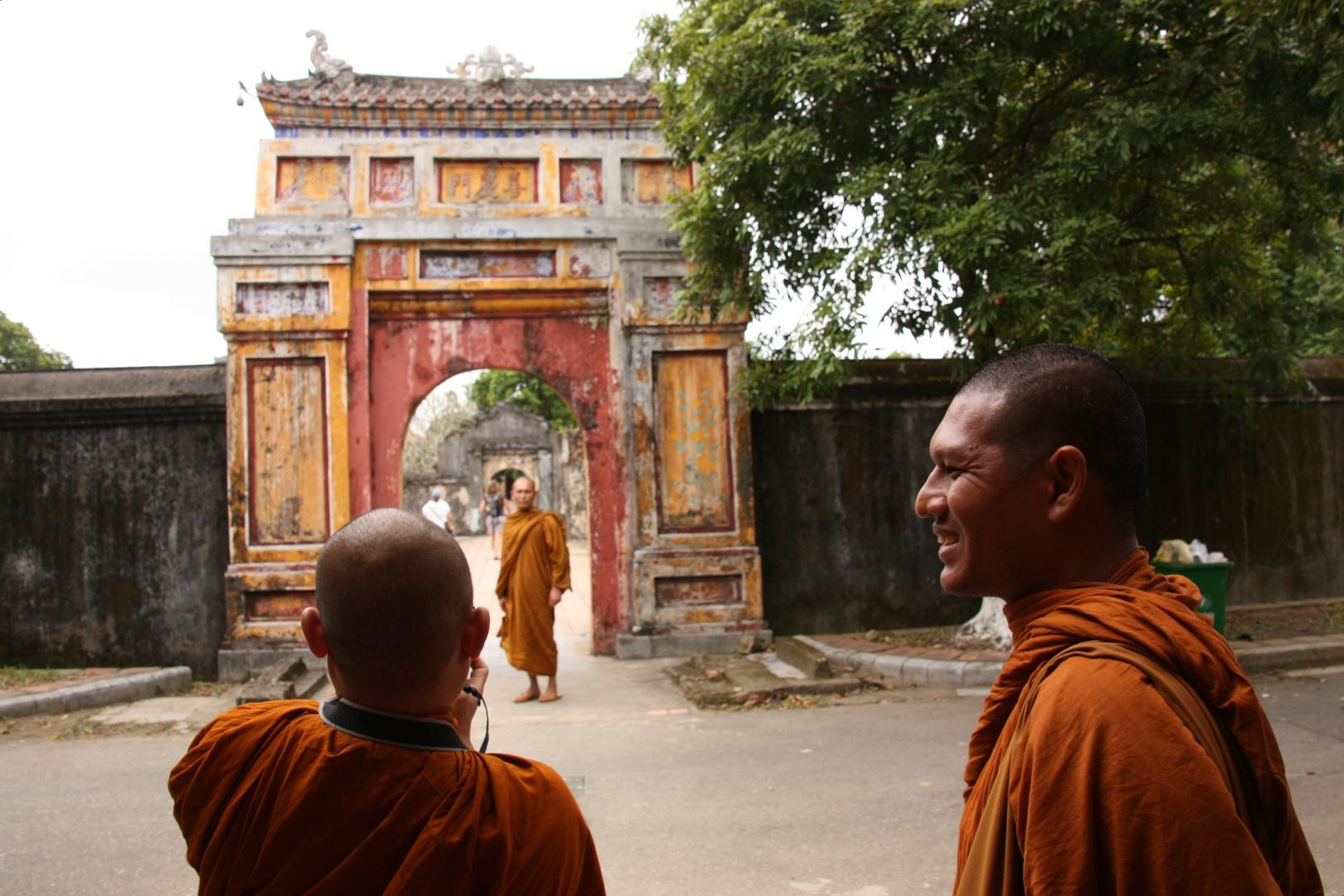 """Mönche in der """"Verbotenen Stadt"""" in Hue Vietnam"""