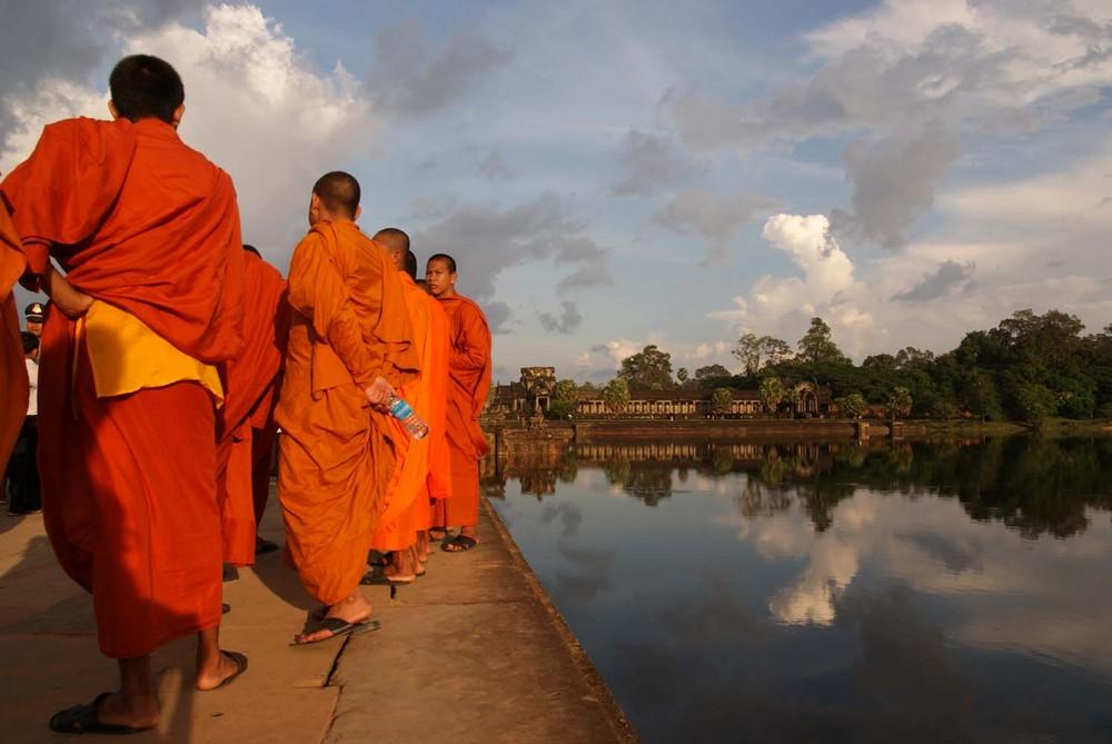 Mönche vor Angkor Wat...