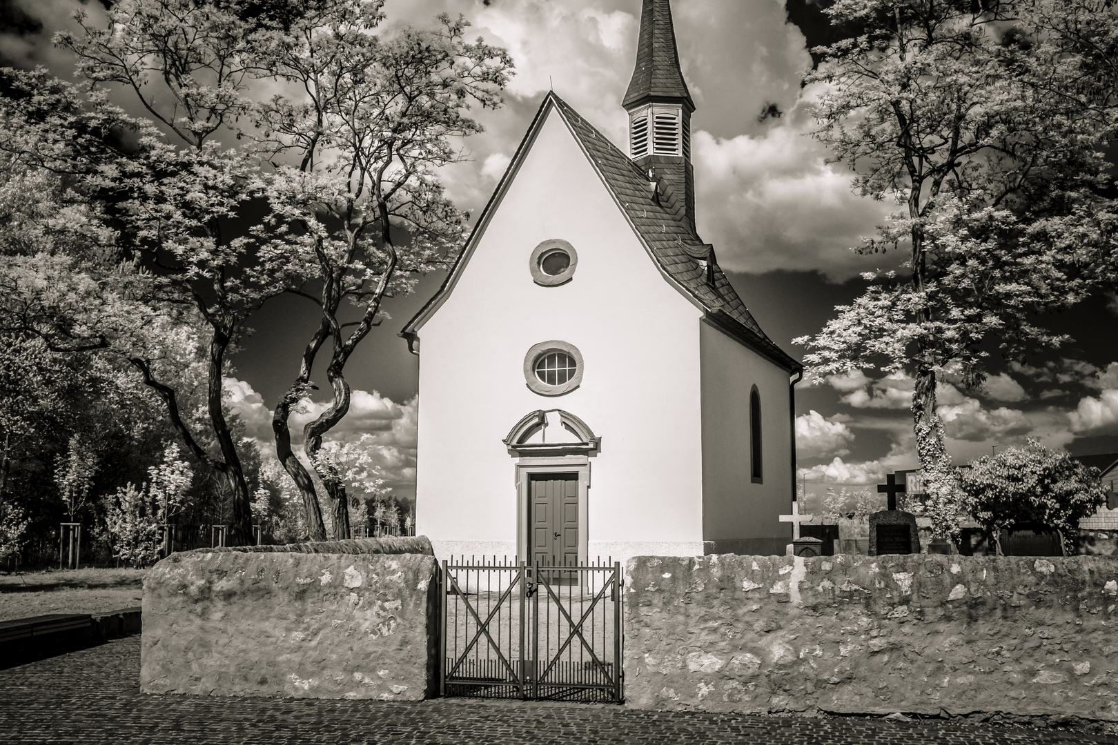 Mönchhofkapelle 720nm Infrarot