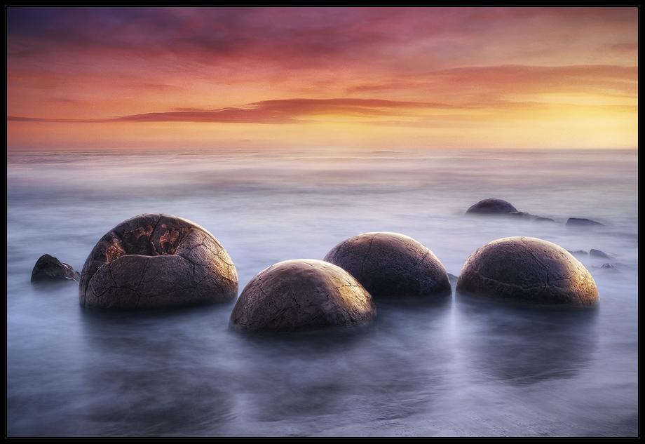 Moeraki Boulders . 2