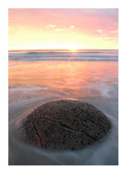 Moeraki boulders - Peach sunrise