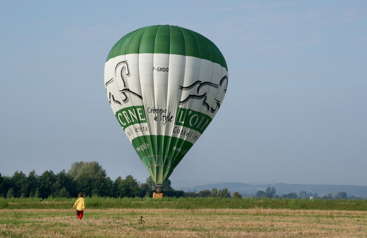 Moi aussi....... je veux voir la montgolfière !!!!!!!