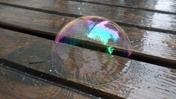 """"""" Moi je fais des p'tites bulles, des belles bulles que j'crache en l'air.. """""""