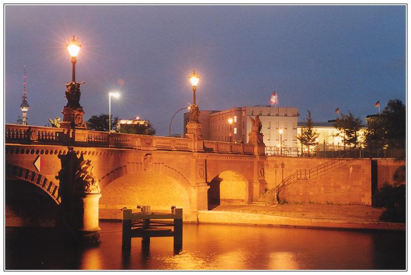 Moltkebrücke im Regierungsviertel in Berlin