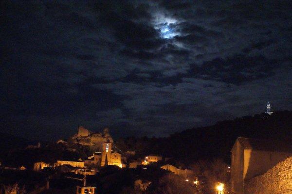 mon village orgon la nuit