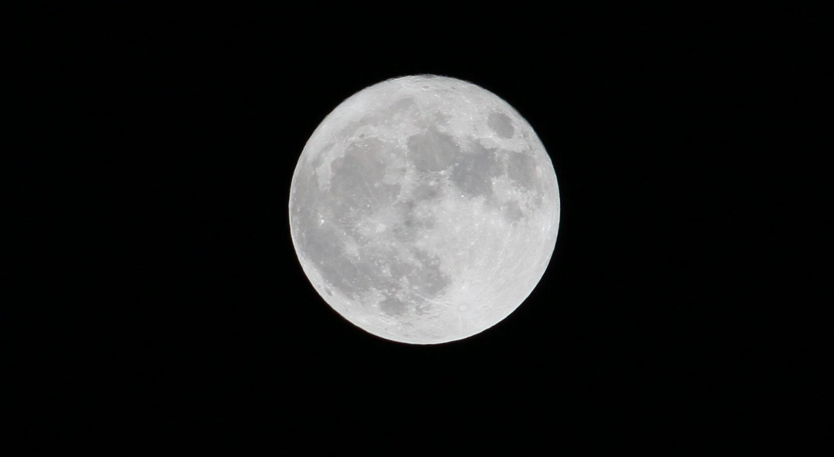 Mond 01
