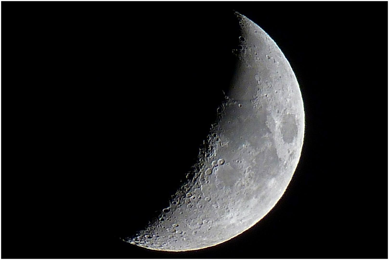 Mond (2) am 10.10.13 ca. 22 Uhr -zunehmend-