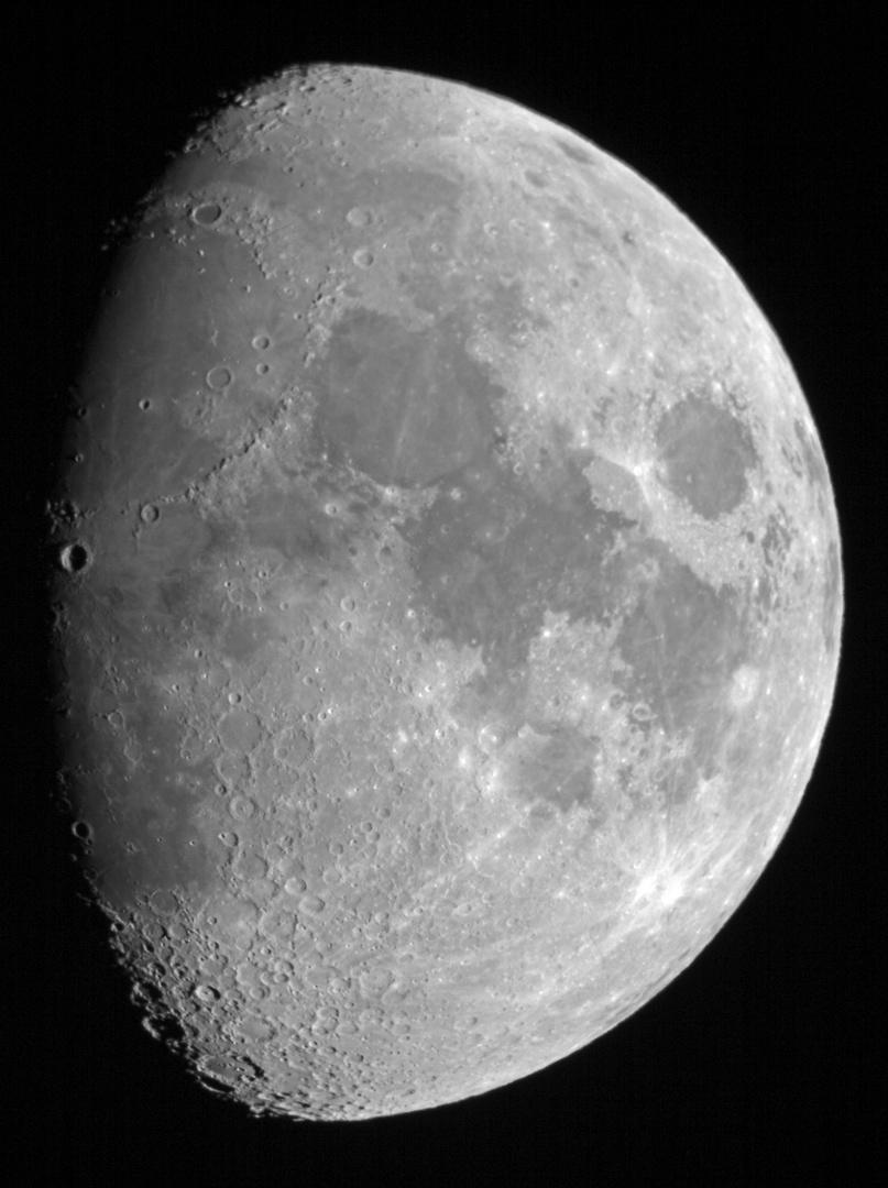 * Mond *