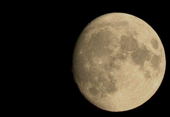 - Mond -
