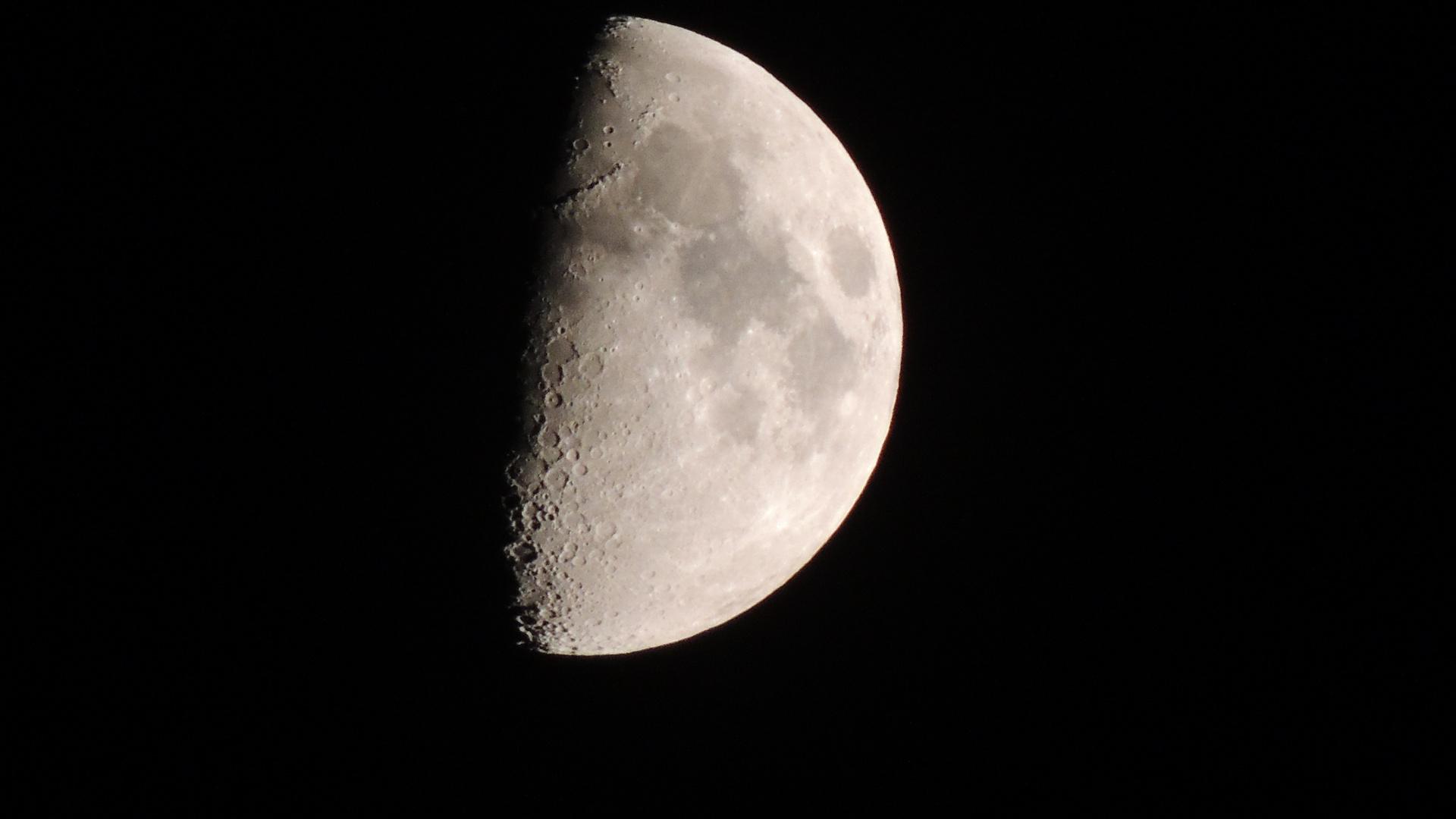 Mond-Alaarm!! (Oben Gebirge, Unten Krater...)