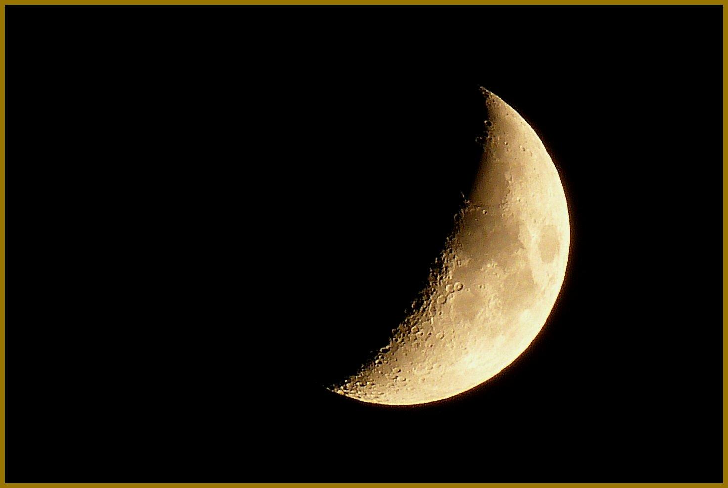 Mond am 10.10.13, ca. 22 Uhr (zunehmend)