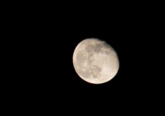 *Mond*