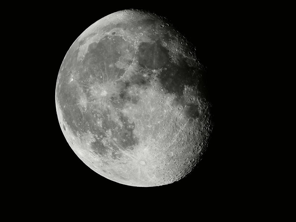 Mond - dreiviertel