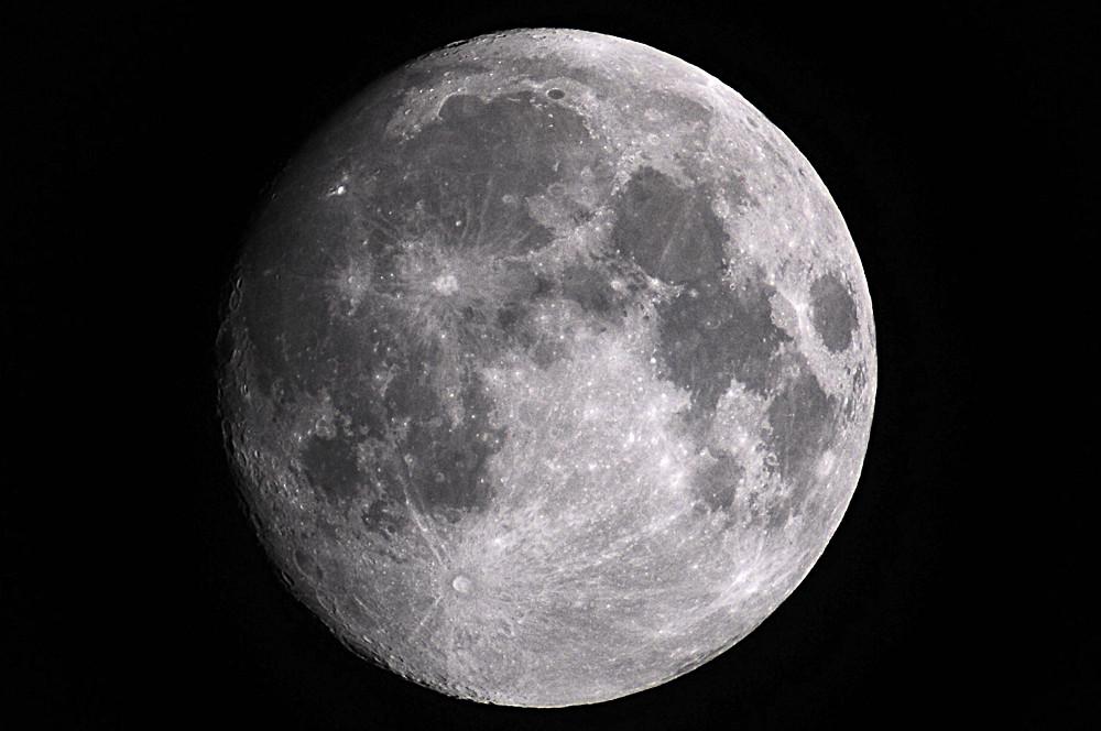 Mond durch den Bresser Polaris Refraktor 1000mm